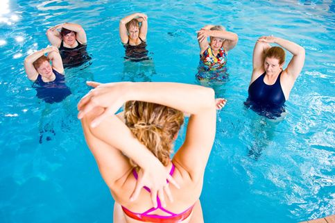 AQUATIQUE-GYM-AQUA-BRAS-PLIES-483x321.jpg